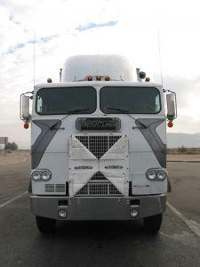 62565_white_semi-truck